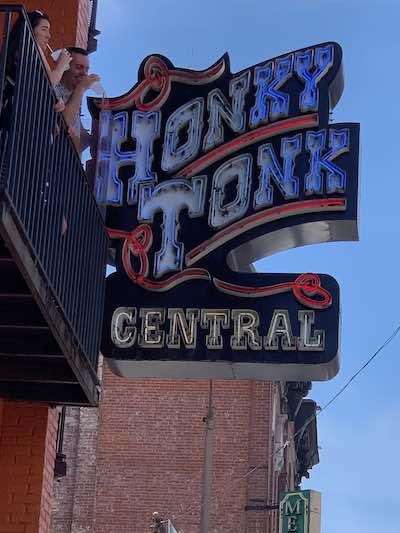 Honky Tonk Central in Nashville